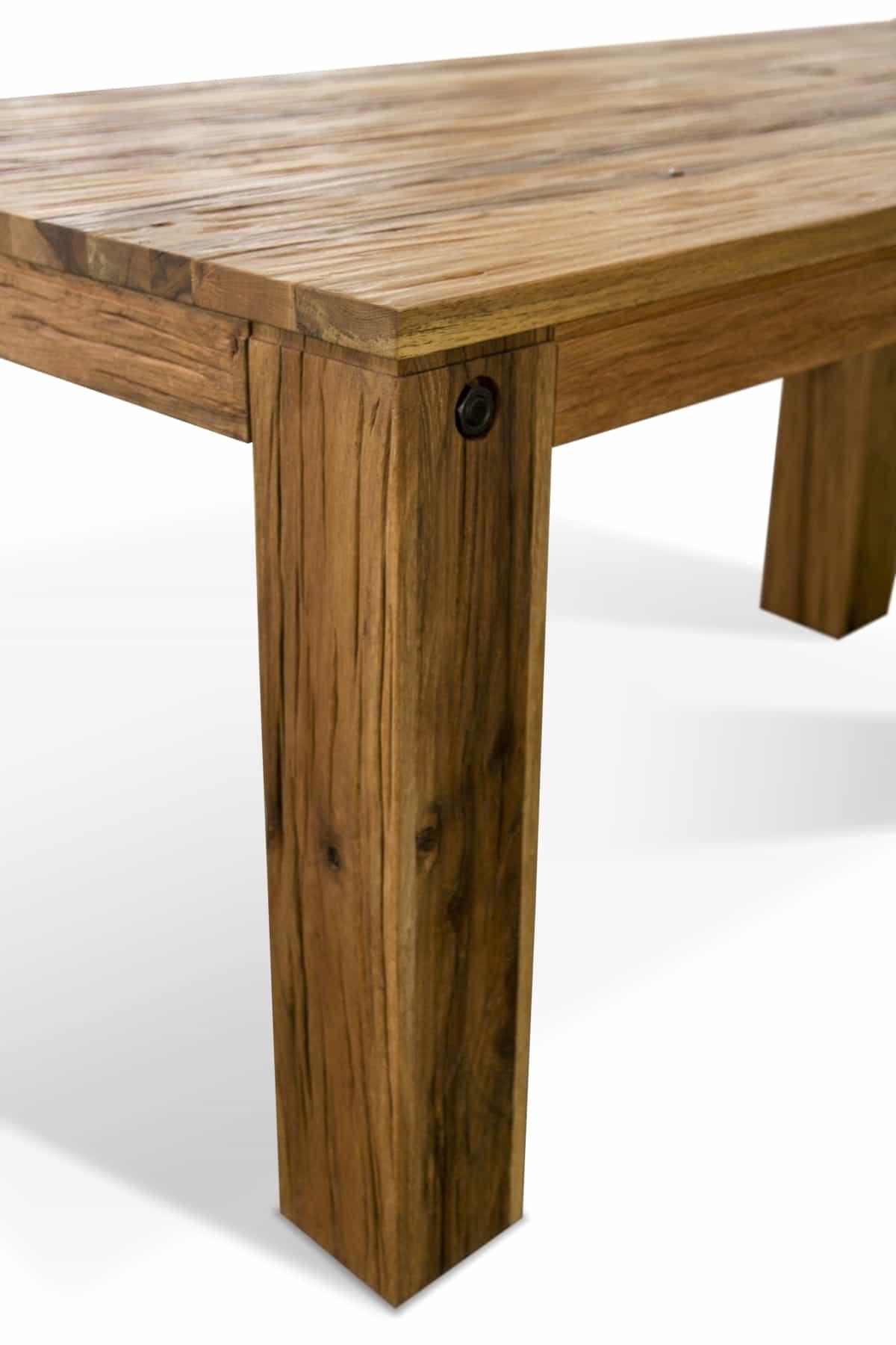 Esstisch Odin, massiver Holztisch aus Wildeiche Detail