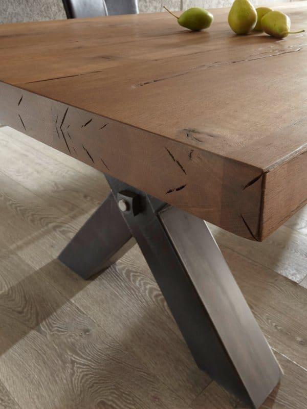 """Massivholztisch Big""""X"""" aus Wildeiche Detailansicht Tischplatte"""