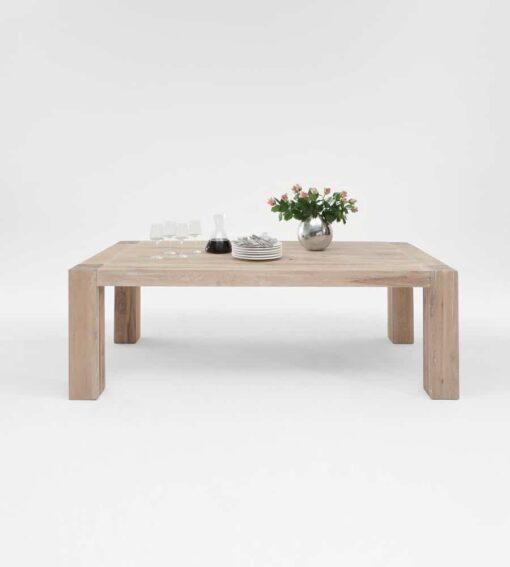 Esstisch BRIMIR - Massivholztisch aus Wildeiche im Scandi Look