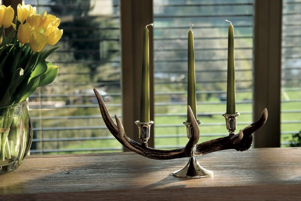 Kerzenständer Cervus, 3-flammig aus der Geweihstange eines Hirschen