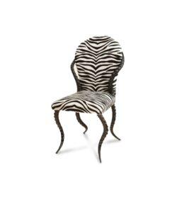 Stuhl Zebrino aus Impala Hörnern und einem Bezug aus Kuhfell mit Zebra Print.