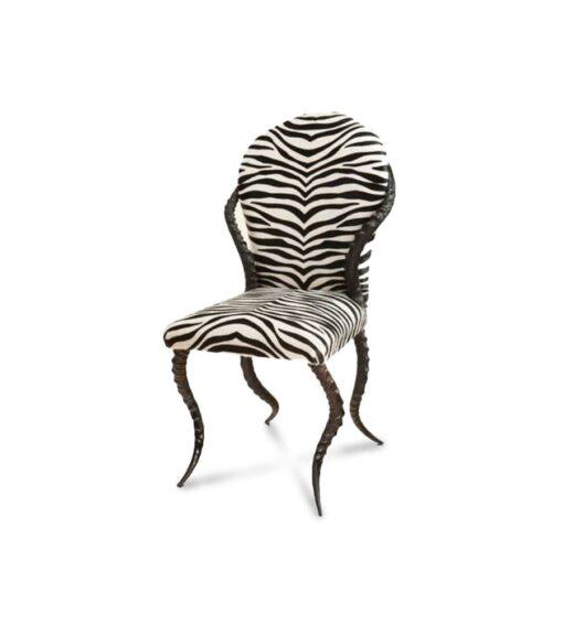 Stuhl ZEBRINO - ein wunderschöner, luxuriöser und exotischer anmutender Designer Stuhl aus Impala Hörnern und einem Bezug aus Kuhfell mit Zebra Print.