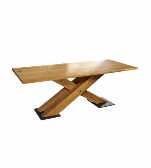Tisch Brig - rustikaler und heimeliger Esstisch mit handgeschroppter Tischplatte aus massiver Wildeiche