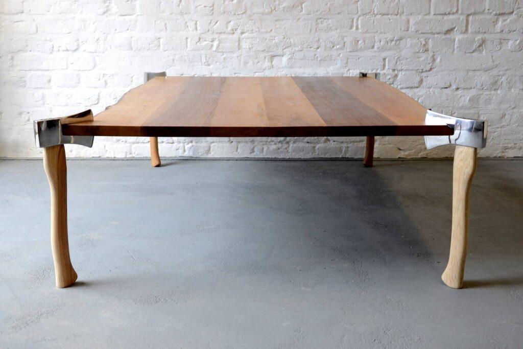 Woodsman axe table designertisch aus massivholz for Spiegel couchtisch