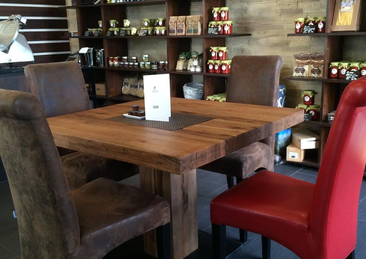 Bistrotisch KUBO - kubischer Holztisch aus massiver Wildeiche im Detail