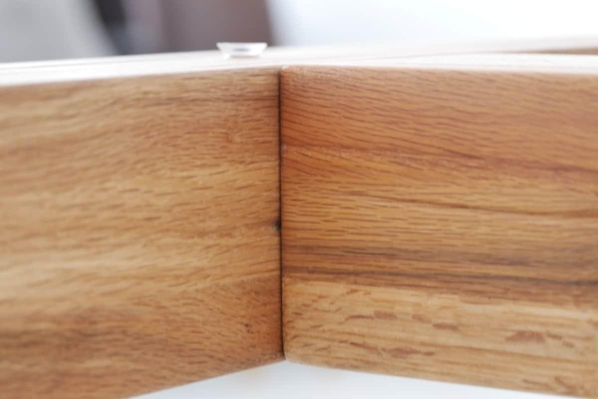 Detail Aufnahme Tisch TREO - Esstisch aus Holz und Glas