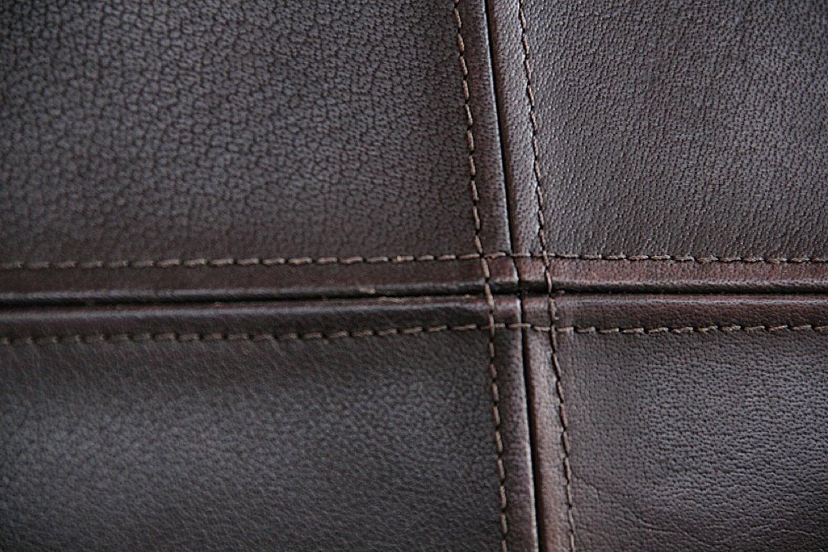 detail leder des Freischwinger quadro aus vintage Büffelleder und stahl