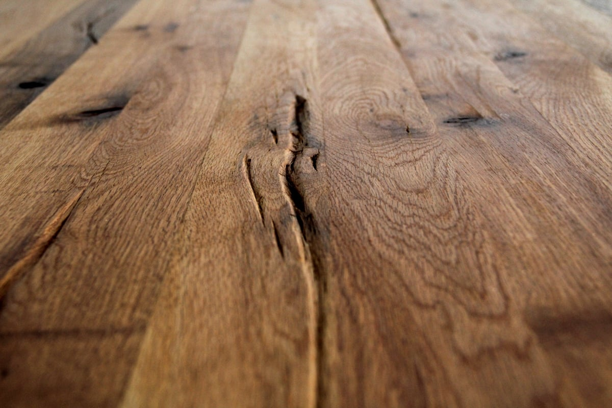 Tischplatte aus Wildeiche rustikal