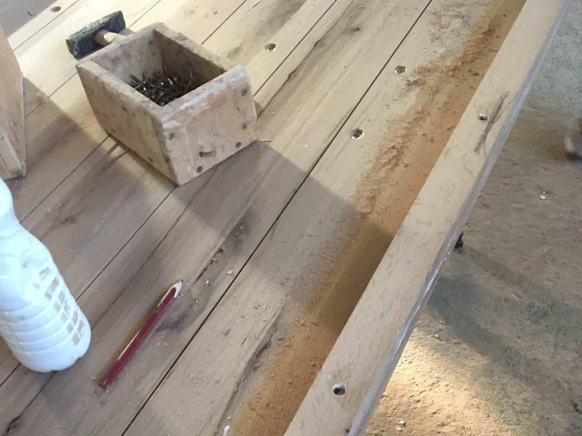 Vom Baum zum Holztisch - Handarbeit